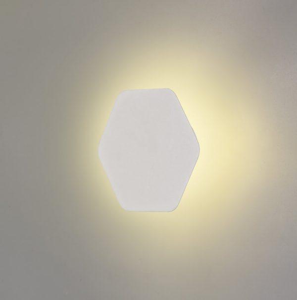 Lichfield Lighting Maxwell Magnetic Base Wall Lamp, 12W LED 3000K 498lm, 15cm Horizontal Hexagonal, Sand White photo 1